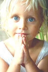 Kind betet